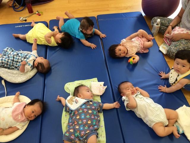 グループレッスン 産後バランスボールヨガ(赤ちゃんと一緒に)